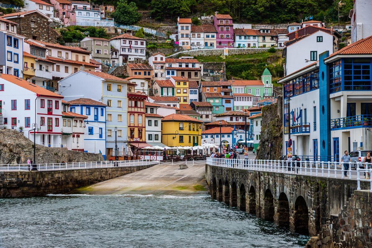 Escapada romántica a Asturias: pueblos oeste Cudillero - Autor: Javi Stolz