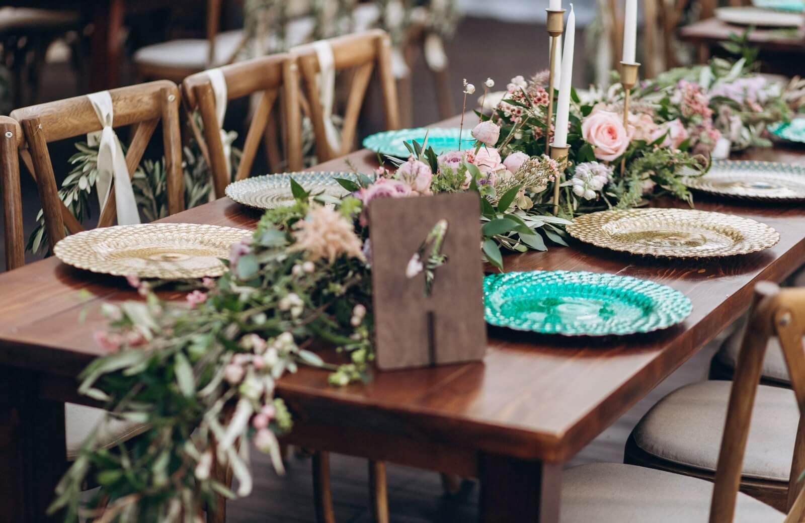 Decoración de mesas en bodas en jardín