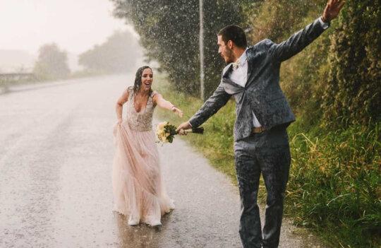 Bodas con lluvia: consejos para que todo sea perfecto en tu día pasado por agua