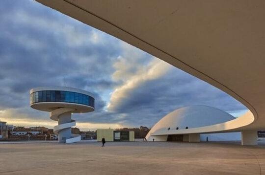 El Palacio de Avilés te invita a pasar una noche en el hotel del futuro, instalado en el Niemeyer