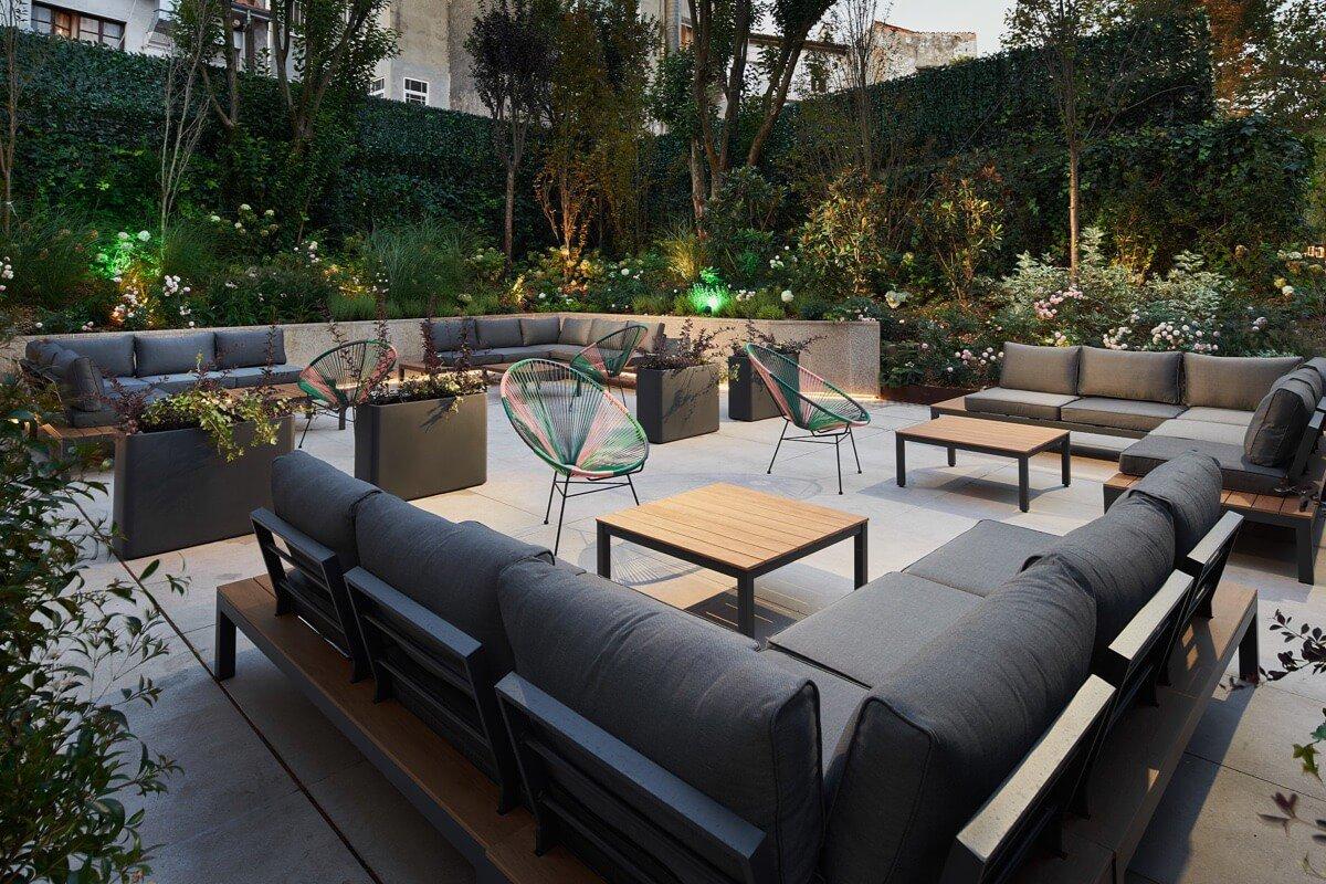 Detalle de los sillones del Jardín Urbano del Palacio de Avilés
