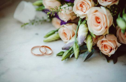 5 formas de decorar una ceremonia civil con flores