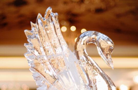 Apuesta por un Ice Luge en tu boda. Sorprende con una escultura de hielo