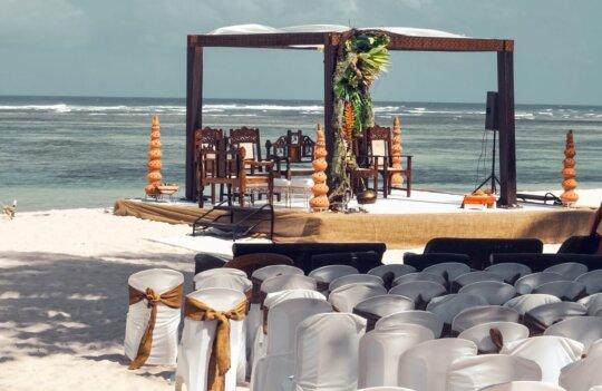 Cómo organizar una boda en la playa: consejos para que todo salga perfecto