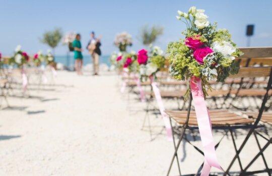 ¿Necesito permisos para celebrar una boda en la playa?