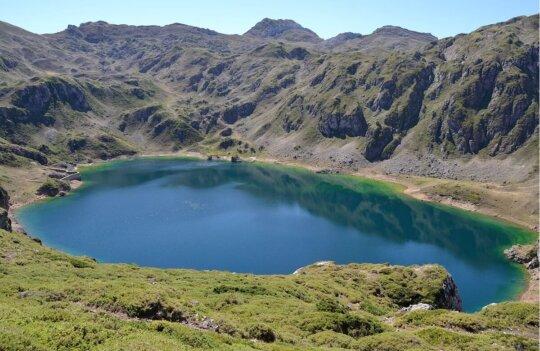 Ruta por los lagos de Saliencia: 14 kilómetros de exuberante naturaleza